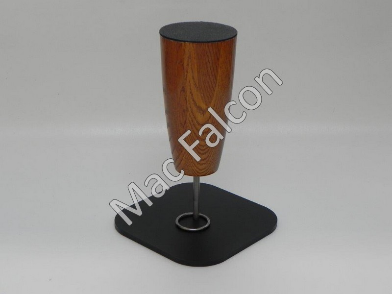 Mac Falcon Straight - Indoor Dutch oak solid wooden falcon block with black steel base plate with stainless steel ring and pin.- Number 8